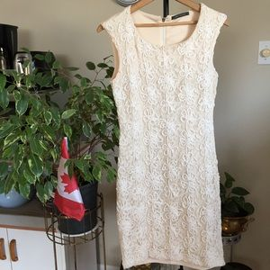 Suzy Shier cream lace front dress